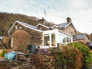 THE OLD SMITHY, semi-detached cottage, all ground floor, off road parking, enclosed garden, Maentwrog, Ref 29575