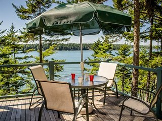 BIRCH LEDGES BOATHOUSE | WEST BATH MAINE | COUPLE`S RETREAT | WATERFRONT | DOCK