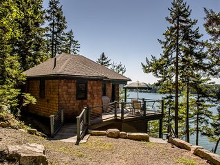 BIRCH LEDGES BOATHOUSE | WEST BATH MAINE | COUPLE'S RETREAT | WATERFRONT | DOCK