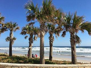 DAYTONA BEACH - 2 HOMES IN 1 - PET FRIENDY 4BR 2BA, Daytona Beach