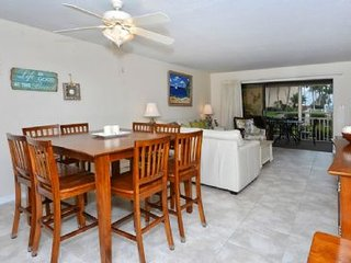 Crescent Beach Gulf Side 2BR/2BA- Chinaberry 414, Siesta Key
