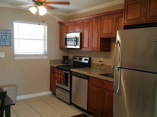 Beach Block Bungalow, Everything You Need for a Great Get Away., Pompano Beach