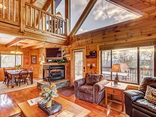Spacious cabin w/2,750 sq. feet of fun from the game room to the hot tub!, Sevierville