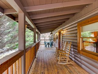 Dog-friendly cabin in the woods w/ large porch, in-room Jacuzzi, and hot tub, Sevierville