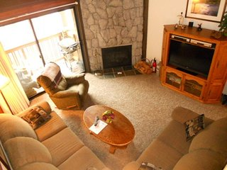Condo with magnificent views, two shared pools, hot tubs, sauna & more, Mammoth Lakes