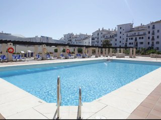 CENTER PUERTO BANUS.Wifi,Parking,Pool,security 24,Concierge,Beach.2 bedrooms
