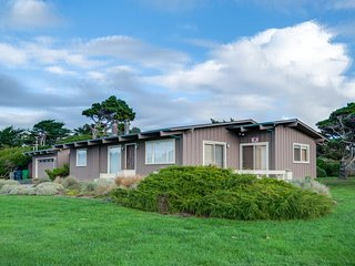 Gorgeous, dog-friendly, oceanview home with private hot tub, Fort Bragg