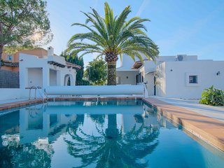 Gorgeous Mediterranean Villa with Swimming Pool, Son Veri