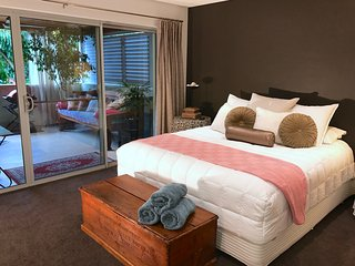 Luxury Tree Top Garden Apartment 2, East Fremantle