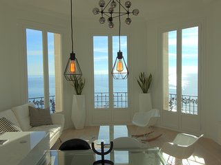 Luxurious Sea Front Bourgeois Apartment, Menton