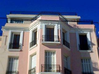 Luxurious Sea Front Bourgeois Apartment