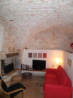 le tipiche volte in pietra della valle d'Itria riportate allo stato originario dopo il restauro
