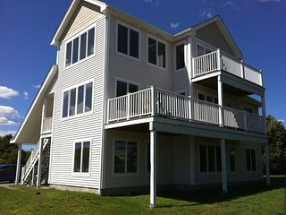 500 ft. to Ocean, Sweeping Ocean Views, 2 Decks, Narragansett