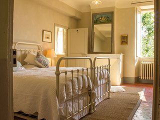 Charming Double/ Triple Room, Pool Access And Free Breakfast - Maison Lambot B&B