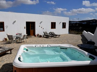 Casita Blanca Is A Delightful 2 Bed Roomed Detached Villa (sleeps 4)