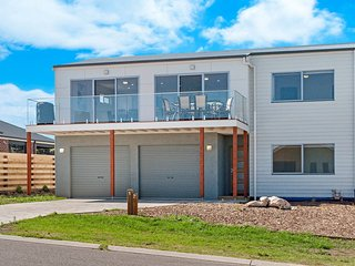 Dungas, 12 Martin Lawrance Place, Port Fairy