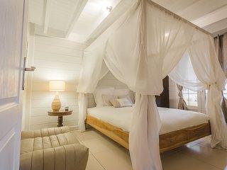 Chambre romantique ouvrant sur la véranda