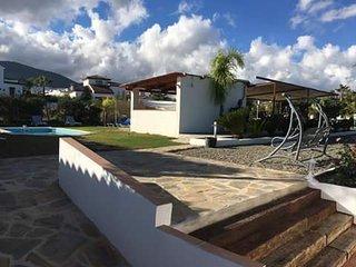 Magnifica villa con piscina privada, jardín, bar, barbacoa y parque infantil, Alhaurín el Grande