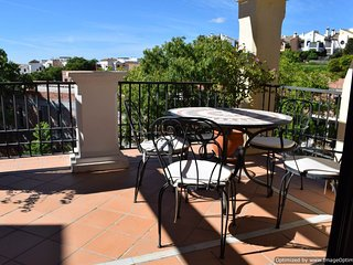 2 Bed Penthouse with Large Solarium, BBQ & WIFI Benahavis R111