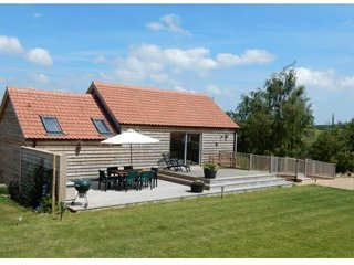 Cuckoo Barn Lodge - luxury (4 Star Gold) in a idyllic valley near Rutland Water