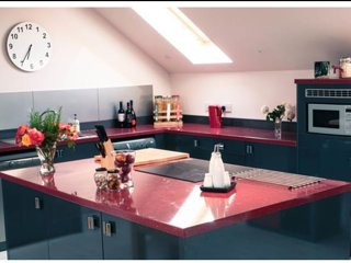 Fully equipped kitchen open plan kitchen, enjoy cooking together.