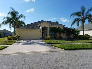 The Beautiful Yellow House (15 mins from airport, beach, and daytona speedway), Port Orange