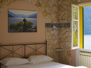 Villa the Dreamers Depandance Honey Moon with lake view and private garage, Argegno