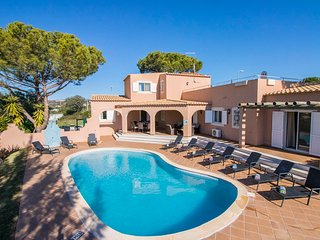 Villa Anita – Non-overlooked 5-bedroom villa with pool in Vilamoura.
