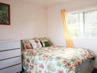 Hauula Studio Hideaway - New AC added, Boogie boards, short walk to beach