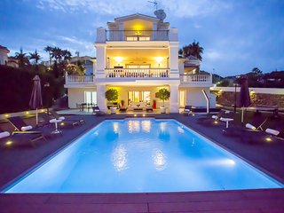 FANTASTIC LUXURY VILLA CLOSE TO BEACHES AND SET IN THE GOLF VALLEY