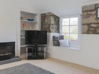 Cosy Cornish cottage situated in quaint village