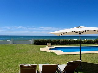 1. Line Beachfront Villa in Marbesa pool , large Tropical Garden