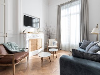 Luxury and Stylish Apartment in the Passeig de Gracia - B249