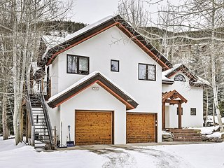 Pristine 4BR Vail Chalet w/Wifi, Multiple Living Areas & Breathtaking Mountain Views - Minutes from the Slopes! Close to Parks, Fishing Spots, Fitness Center & More!