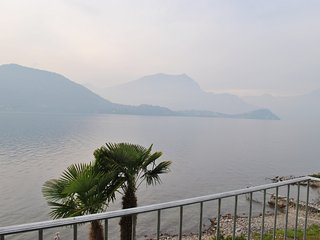 White Beach front lake apartment with garden and direct access to the beach, Lierna