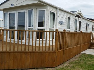 Super De Luxe, dog friendly caravan, close to the beautiful Burghead beach