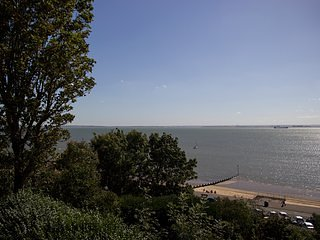 Sea Views - Chic - 2 Bed Flat by the Beach/Theatre, Westcliff-on-Sea