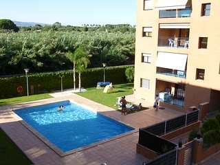 Stunning 3 bedroom apartment with pool & near beach.