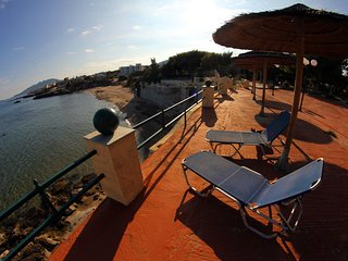 Silis Mansion Beach Life, 10 min from Athens airport, Artemida