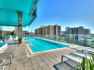 Downtown LA Stunning 1-Bedroom with Views, Los Angeles