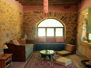 Sebronas Inn-Cozy nature lodge offering privacy,ideal for large groups & couples