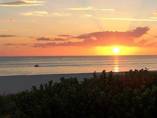 SeaWin - 2BR/2BA Beach-front Condo.. Paradise Beckons!