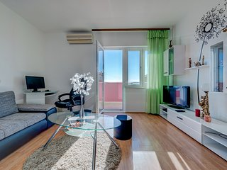 Cozy Sea View Apartment Marinely with big garden and BBQ