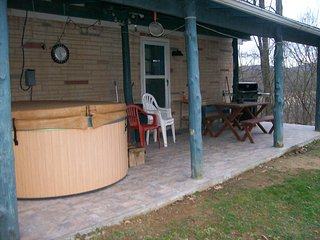 Hideaway  with Hot-Tub at Smoke Hole