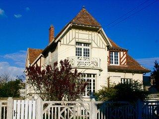 """""""La Courtoise""""  proche de la plage du Sillon, des commerces  et des thermes"""