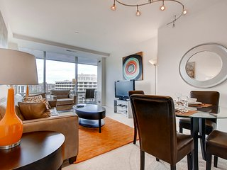 LUX 1BR Apartment with Pool!, Arlington