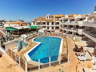 Los Cristianos Apartment with Sea View and Pool