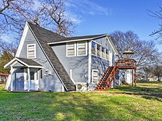 NEW! Cozy 3BR Gun Barrel City Cottage on a Lake!