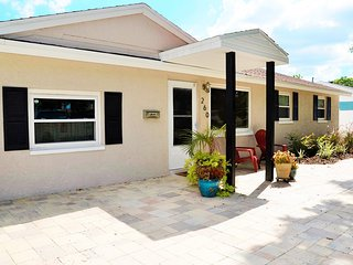 Convenient, private home. Close to beaches, airports, downtown tampa or st.pete