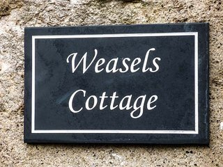 WEASELS COTTAGE, woodburner, countryside views, ideal walking area, in Horton-in-Ribblesdale, Ref 935400